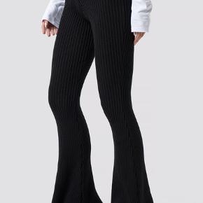 Camille botten x nakd bukser Har to huller øverst oppe ved kanten, kan sende flere billeder hvis det er. Sælges derfor billigt 😌 #30daysellout