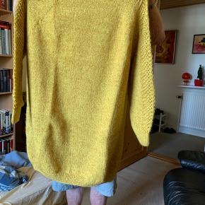 Ny håndstrikket sweater strikket i Mohair og Alpaca fra Smuksak. Overvidde 2x72 Længde 86
