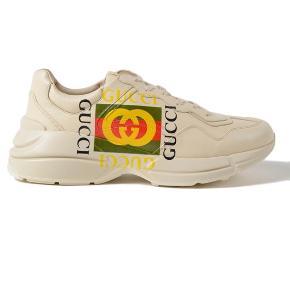 Hvide Gucci sneaks sælges. I god stand, da jeg ikke har brugt dem særlig meget. Nyprisen var cirka 6000 kr. Skriv for flere billeder. BYD