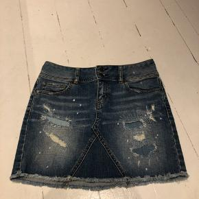 """Køber henter selv eller betaler fragt :-)  Fra """"London Jean"""", der står ikke støttelse i, men jeg plejer selv at bruge S/M :-)"""