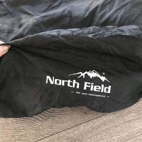 Lækker sovepose fra north field. Kun brugt et par nætter, så der er mange campingture i den endnu .     Saml til bunke, jeg giver mængderabat  Sovepose Farve: Sort