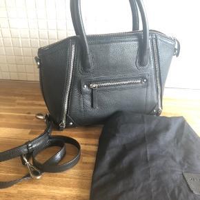 Smuk markberg taske  Sort læder  Mellem model  Som ny