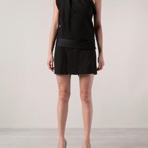 Sælger min smukke smukke one shoulder kjole i en uldblanding og med tilhørende  silkebælte fra Isabel Marant. Den er brugt, men har ingen mangler. (Min kjole er den på billede 1)