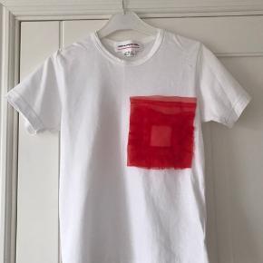 Fed Comme Des Garcons t-shirt sælges. Aldrig blevet brugt, kun prøvet på.