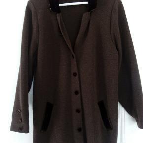 Brun cardigan med velour detaljer 100% uld