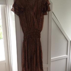 Smuk kjole brugt få gange.