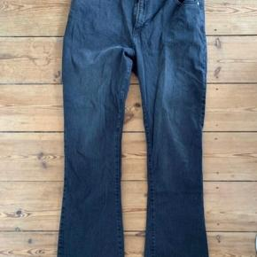 Sælger disse bootcut jeans fra Ellos - str. 46. De er aldrig brugt, da de er for korte til mig.