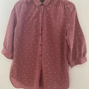 Maison scotch skjorte m Bryst: 56  -fast pris -køb 4 annoncer og den billigste er gratis - kan afhentes på Mimersgade 111 - sender gerne hvis du betaler Porto - mødes ikke ude i byen - bytter ikke