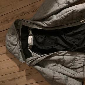 Skijakke fra Zara, brugt meget få gange.