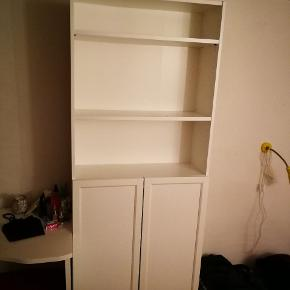Ikea wardrobe cabinet (Reol) It's in good condition, was bought 3 years ago. I am selling it because I need to move out on Feb 20st!  BILLY / OXBERG Reol 80x30x200 com from Ikea:  https://m2.ikea.com/dk/da/p/billy-oxberg-reol-hvid-s69017828/ - different design