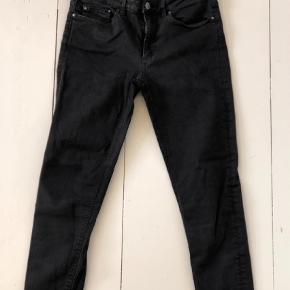 """Varetype: Skinny Størrelse: 29/32"""" Farve: Sort Oprindelig købspris: 1600 kr.   Skinny jeans, model skin 5 black"""