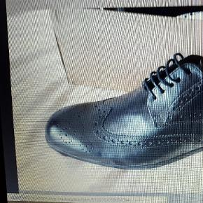 Chaussures pour homme -en cuir cachette. Noir.p.41 Neufs dans ça boite  Lausanne métro Malley