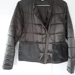 6189ebe4 Lækker lidt skinnende grøn jakke med