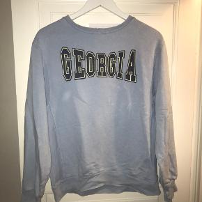 Georgia sweater i børnestr. 13-14 år, men passes af s og m