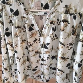 Fin og sød skjorte- 100% viscose