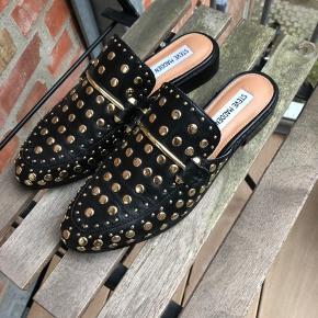 Jeg overvejer at sælge mine fede loafers fra Steve Madden, der er total udsolgt. Nyprisen er 899 kr.