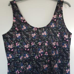 Kjole fra H&M, størrelse 48 Aldrig brugt