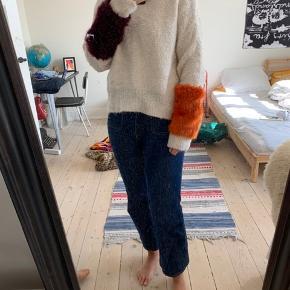 Flot Zara trøje med fauxfur på ærmerne! Brugt en enkelt gange hjemme hos mig selv. BYD gerne.  Køber betaler fragt