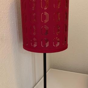 Super fin lampe sælges billigt. Pæren skal skiftes. Afhentes i Aarhus