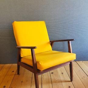 Super lækker teak lænestol med sennepsgult møbeluld 😍