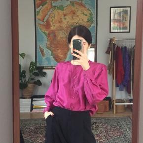 Vintage silkeskjorte i flotteste pink. Fitter S-L.