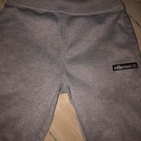 Lækre Elesse bukser. De er gode med brugte. Ingen slid eller andet.