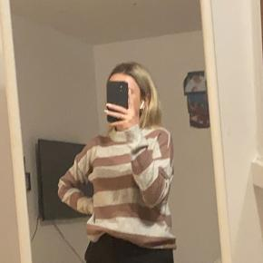 Købt men aldrig brugt , meget fin sweater