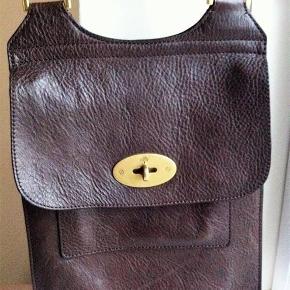 Mulberry Anthony Messenger Bag i mørkebrun. Næsten ikke brug, så i fin stand. Sælges for 2.800 pp