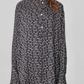 Oversized top in beautiful quality viscose.