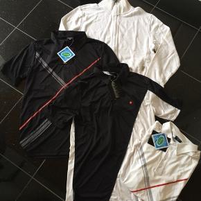 Pokerstars. Der er tre T-shirts og en trøje for 330 kr. Alle helt nye med prismærke og alle i str. M