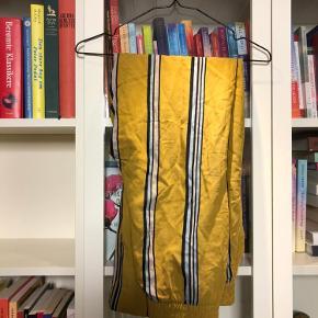 Stribede bukser i gul fra Zara 💛