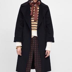 Zara handmade wool blend oversized coat. Size xs, but fits size small too. Worn twice. Like new. Np 800, mp 450