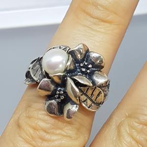 Trollbeads sølvring, med perle, som ny størrelse 60