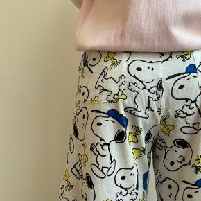 Vintage Snoopy and Peanuts shorts In perfect condition fits size s/m  Følg gerne min lille vintage shop @lillehjerte_vintage