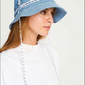 California Bucket Hat fra Won Hundred Ubrugt, dog er mærket klippet af Nypris: 500 kr.