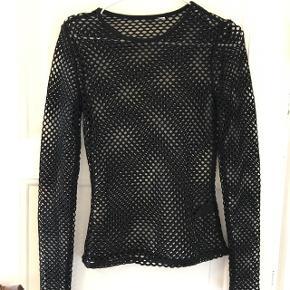 Net trøje i str small Aldrig brugt, så i super stand :)   Kan sendes med DAO eller afhentes i Aalborg :)