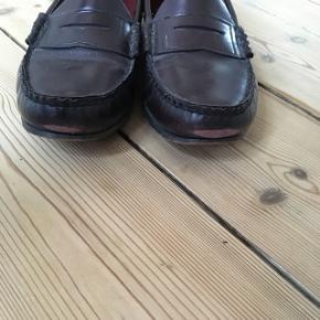 Fine læder loafers kan ikke finde str men de passer en 40   Lidt slid på snude   Farve bordeaux