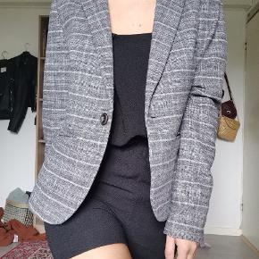 Great quality thick grey vintage blazer. Looks like new. 🔥 Size: S