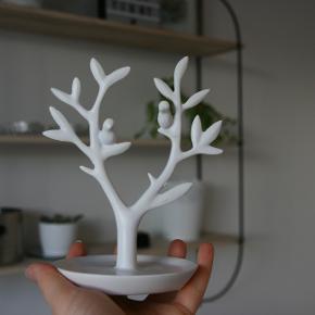 Hvidt træ til opbevaring af smykker