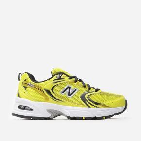 Udsolgte New Balance Neon 530SG. Brugt enkelte gange. Fremstår som nye. Sælges kun pga pengemangel og sælger kun ved rette bud 😊💛