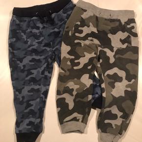 2 stk. lettere brugte bukser.  1 i størrelse 24/30 mdr. 1 i størrelse 1,5-2 år.