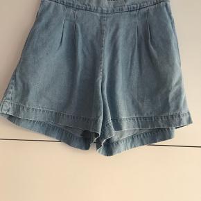 Nué Notes shorts