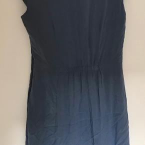Fin kjole i perfekt stand. Kommer fra røgfrit hjem. Sender gerne.