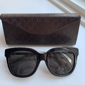 Flotte velholdte solbriller, klassisk model