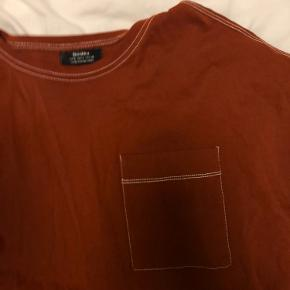 Cool oversized t shirt i rust rød :)