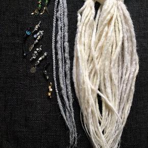 DREADS / DREADLOCKS - extensions. Se min profil for flere farver og typer ☺️ 27 stk DE hvide / 2 stk grå/sølv/glimmer