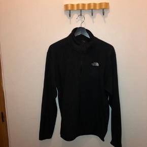 Tnf trøje med 1/4 del zip Kan mødes i Skælskør, Korsør, Slagelse og Århus omegn Pris 150
