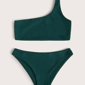 Blå/grøn one shoulder bikini, aldrig brugt - farven er lidt svær at vise på billeder, men er mest korrekt på det sidste:)