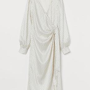 Slå-om kjole fra H&M. Mærket taget af, men ellers som ny.