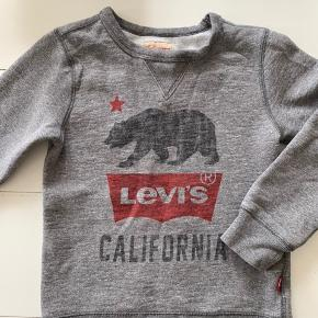 """Fin Levi's sweatshirt i """"vasket look"""". Brugt få gange. Str. 8."""
